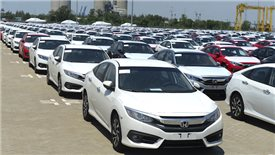 Nearly 2,000 tax-free automobiles imported to Vietnam last week