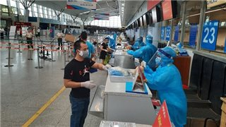 Vietjet transports 800 passengers from pandemic-hit Danang back home
