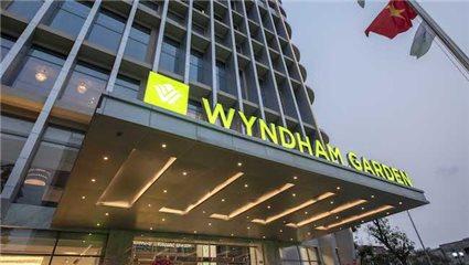 Hanoi high-end hotels go West