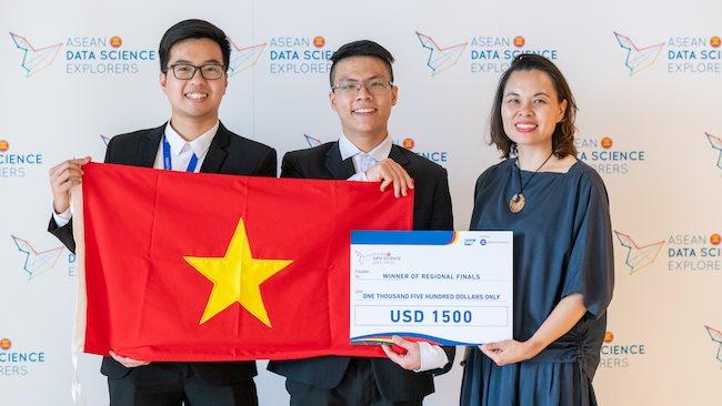 Vietnam young talents win ASEAN data science Explorers 2019