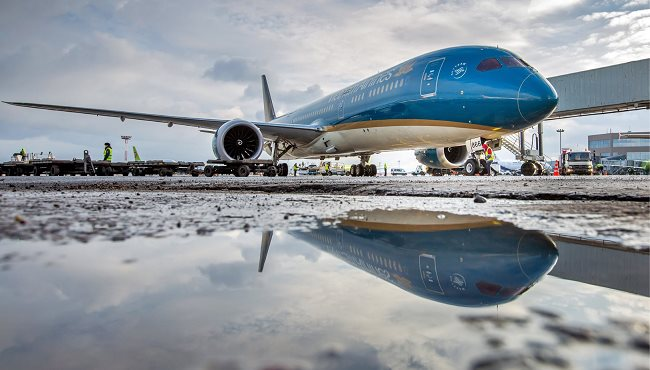 Vietnam Airlines bumps into stiff competition