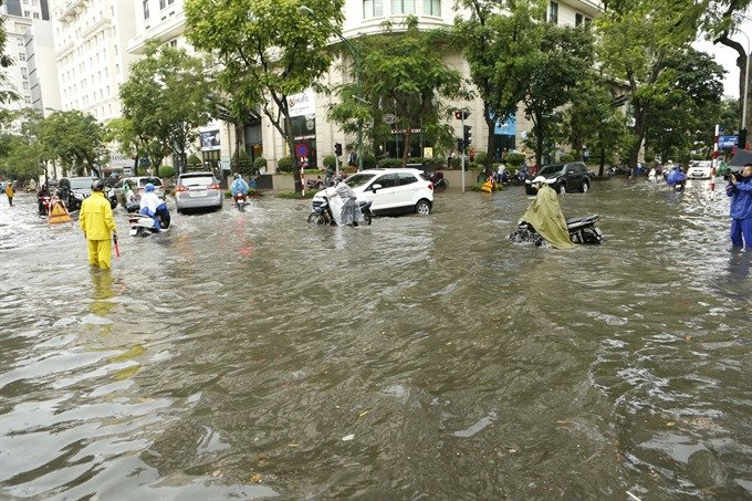 Heavy downpour compound during morning rush hours in Ha Noi