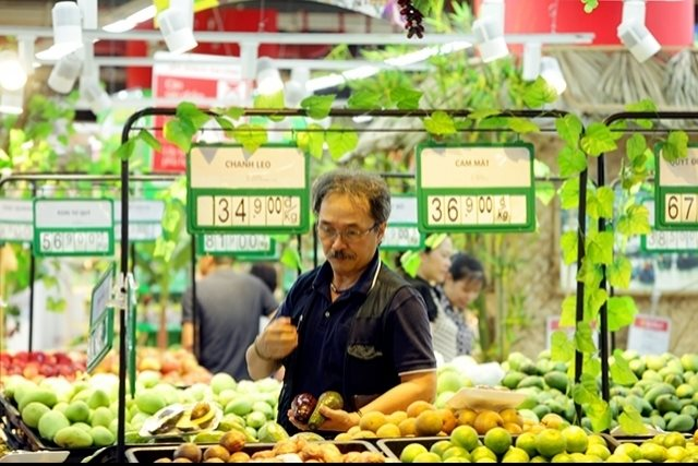 Nielsen: Vietnamese men increasingly active in shopping