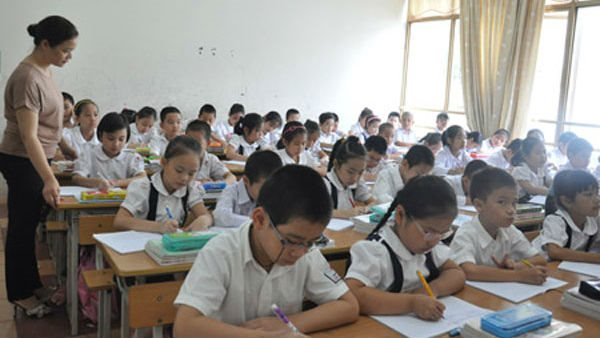 """Rising fees at Vinschool evokes the issue of """"education fever"""" in Asia"""