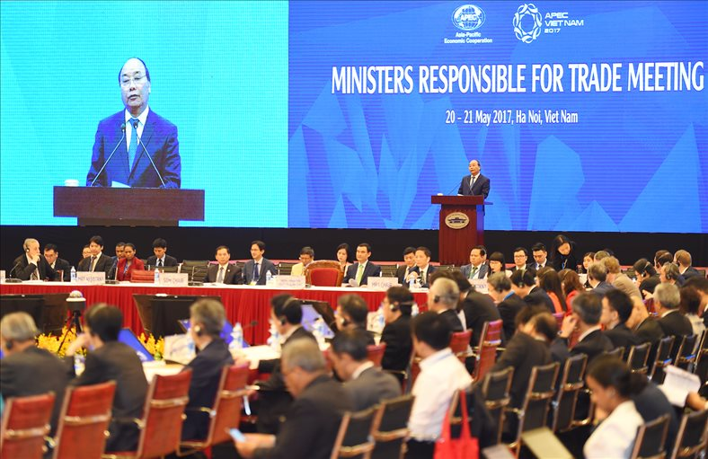 APEC ministers pledge free trade