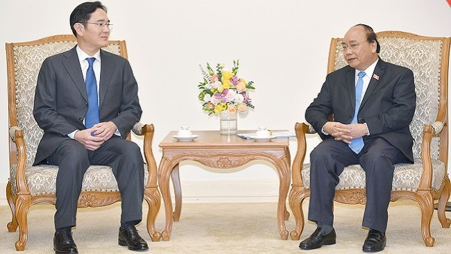 PM asked Samsung to make Vietnam its largest strategic hub and e-Gov't development