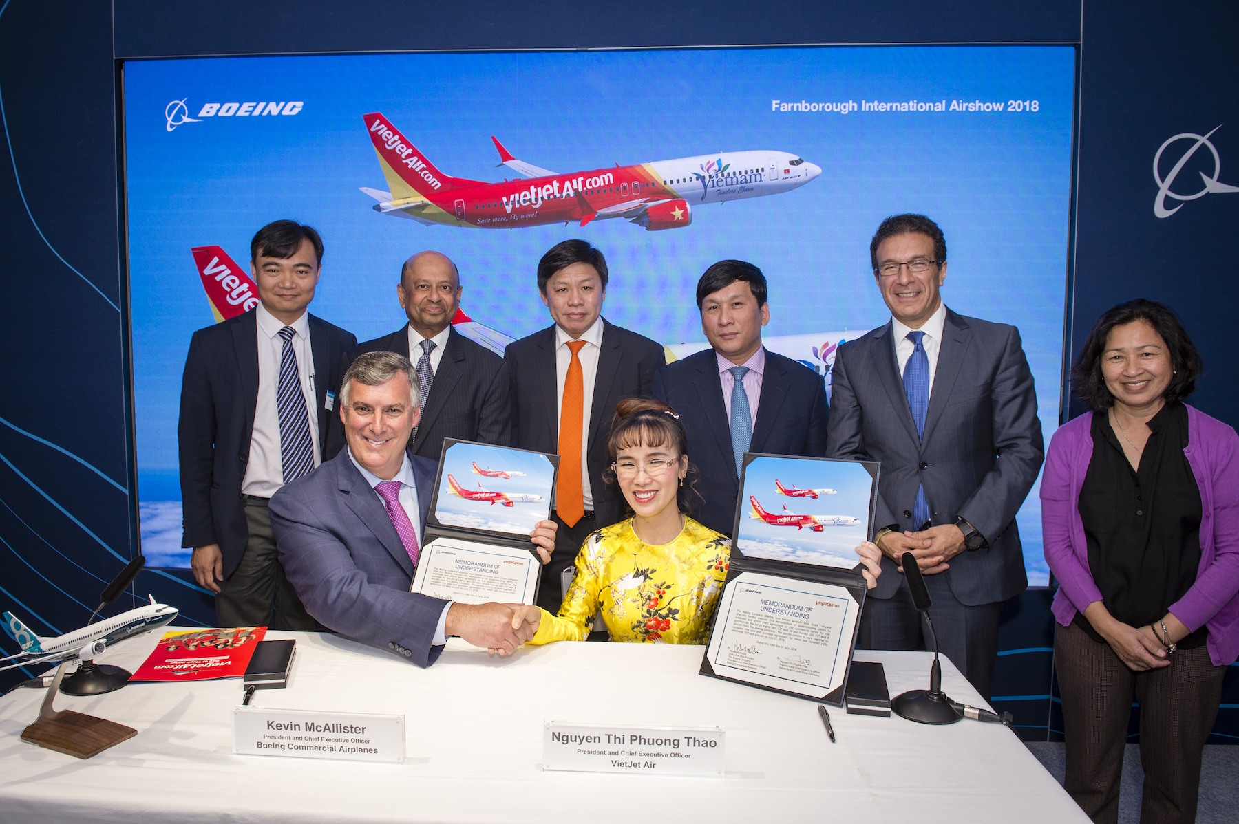 Vietjet struck new deal purchasing 100 aircrafts with Boeing