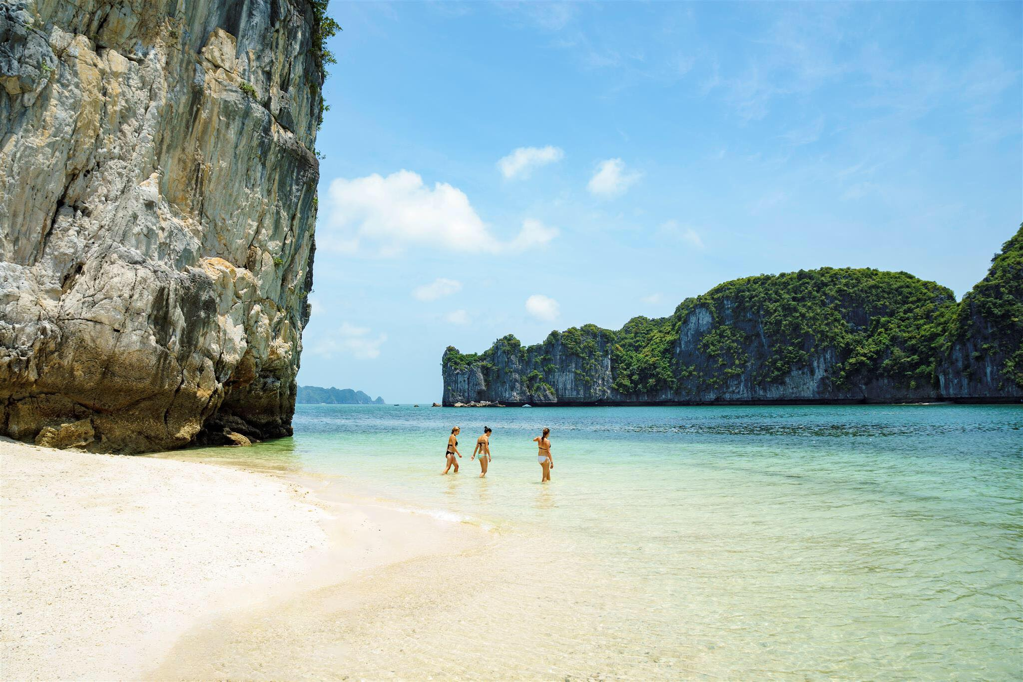 Kết quả hình ảnh cho Luxury cruise (Ha Long Bay and Bai Tu Long Bay)